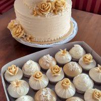 Svatební dort s cupcakes šampáň